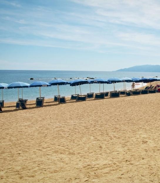 Spiaggia_cala_gonone.jpg